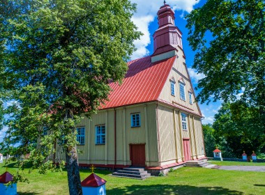 Pavandenės bažnyčia ir varpinė